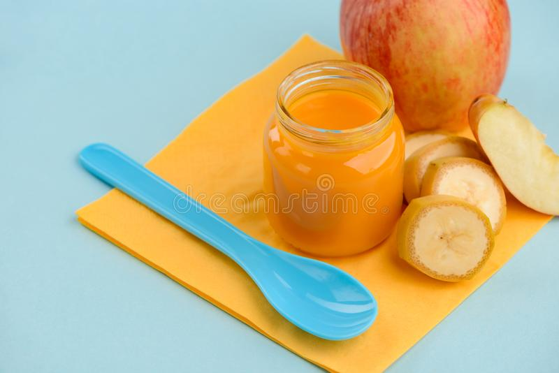 Apple i bananowy mieszanki puree obraz royalty free