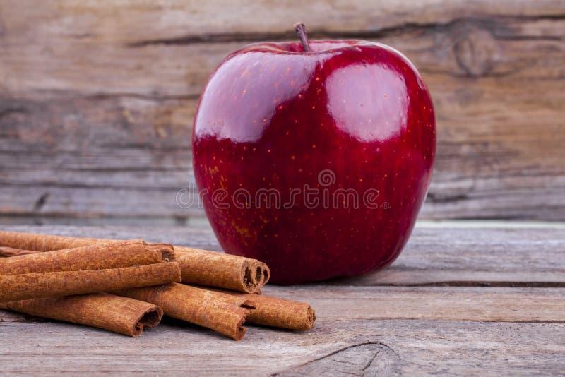 Apple i cynamon obraz royalty free