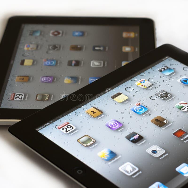 Apple Ipad 2 contra Ipad 1 fotos de archivo libres de regalías