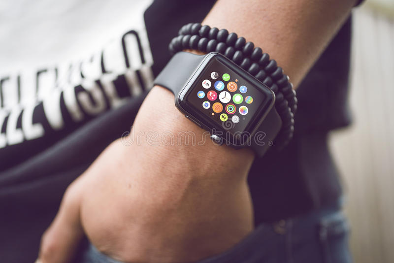 Apple klocka - smartwatch arkivfoto