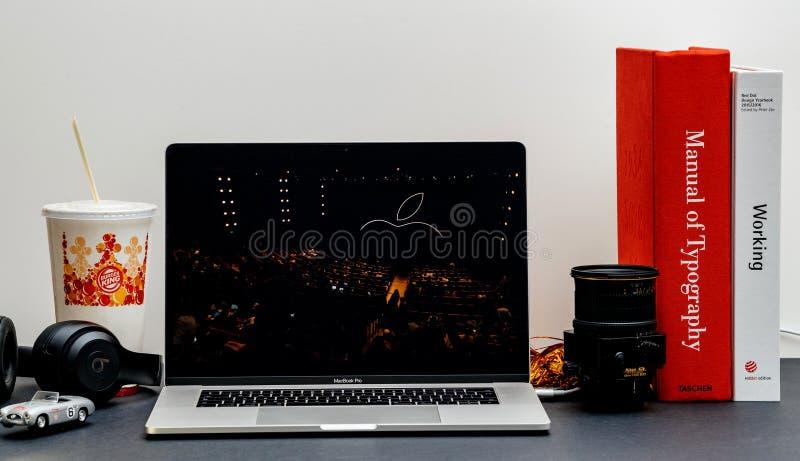 Apple lanseringsiPhone maximal X s och X R royaltyfri bild