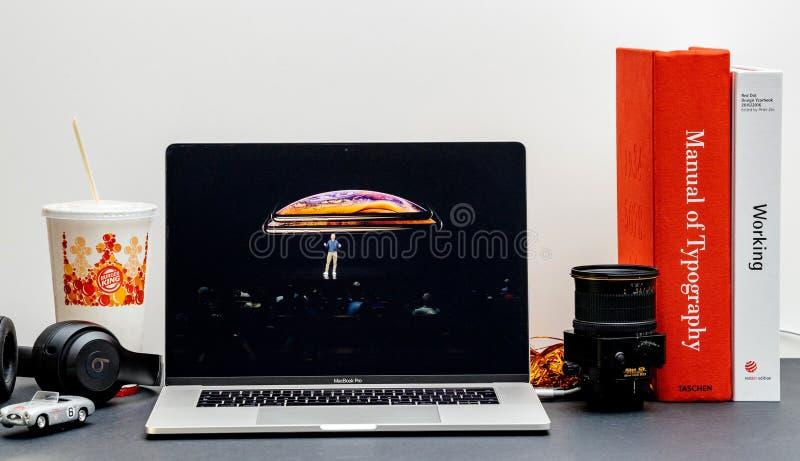 Apple lanseringsiPhone maximal X s och X R royaltyfria foton