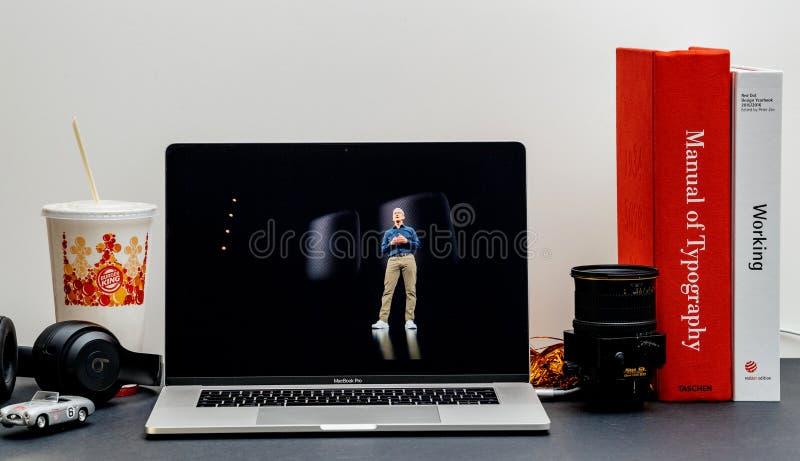 Apple lanseringsiPhone maximal X s och X R med den hem- fröskidahögtalaren Tim Co royaltyfri bild