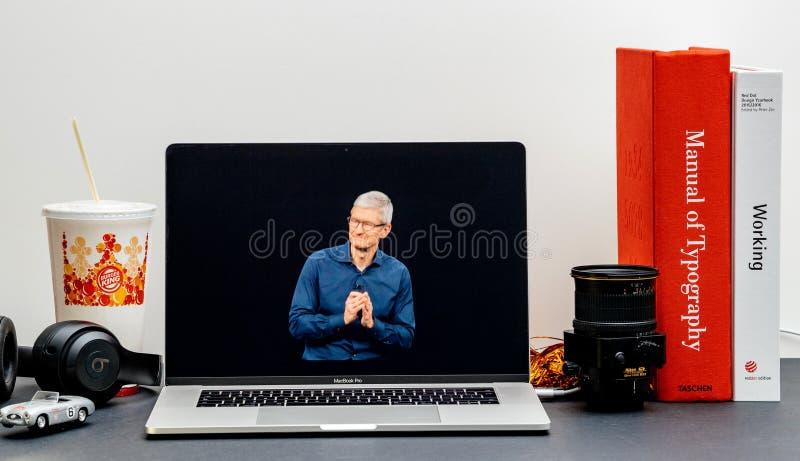Apple lanseringsiPhone maximal X s och X R Tim Cook arkivfoton