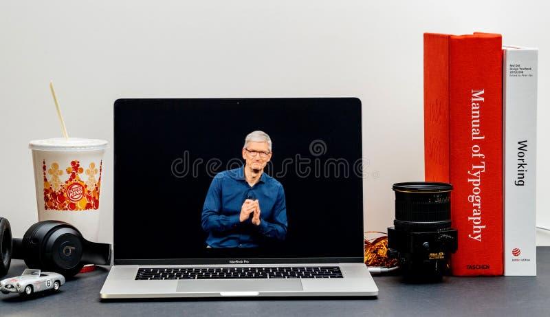 Apple lanseringsiPhone maximal X s och X R Tim Cook arkivbilder
