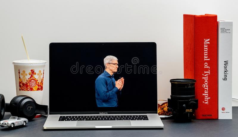 Apple lanseringsiPhone maximal X s och X R Tim Cook royaltyfri bild