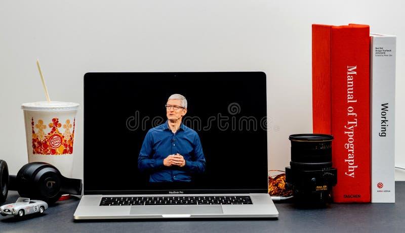 Apple lanseringsiPhone maximal X s och X R Tim Cook royaltyfri foto