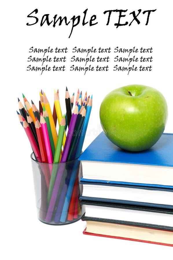 Apple, libros y lápiz coloreado foto de archivo libre de regalías
