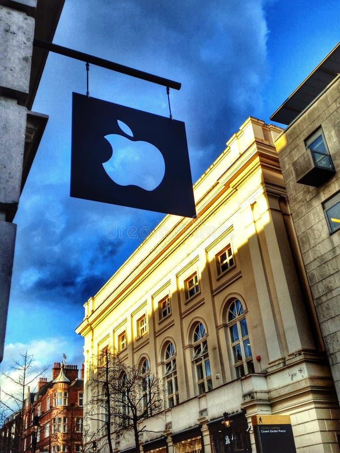 Apple-Logo in Covent-Garten lizenzfreies stockbild