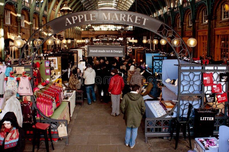 Apple marknad i den Covent trädgården, London, Förenade kungariket fotografering för bildbyråer