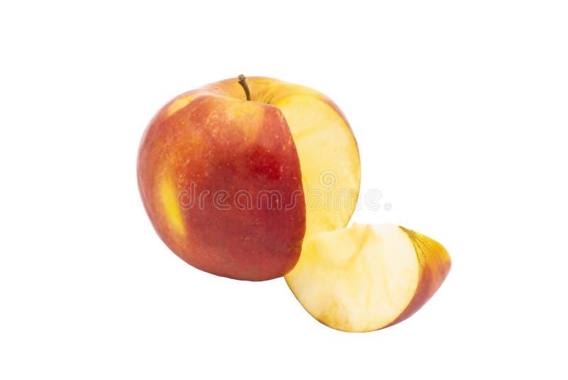 Apple maturo rosso per tagliare una fetta isolato fotografia stock