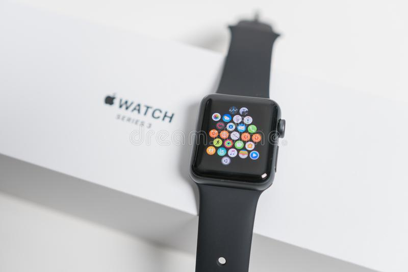 Apple mira en la caja foto de archivo