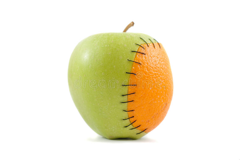 Apple mit orange Implantat stockbild
