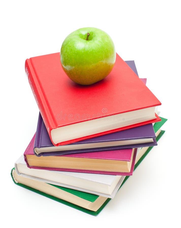 Apple na pilha de livros fotos de stock royalty free