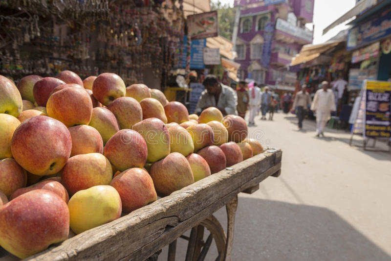 Apple na rua fotos de stock