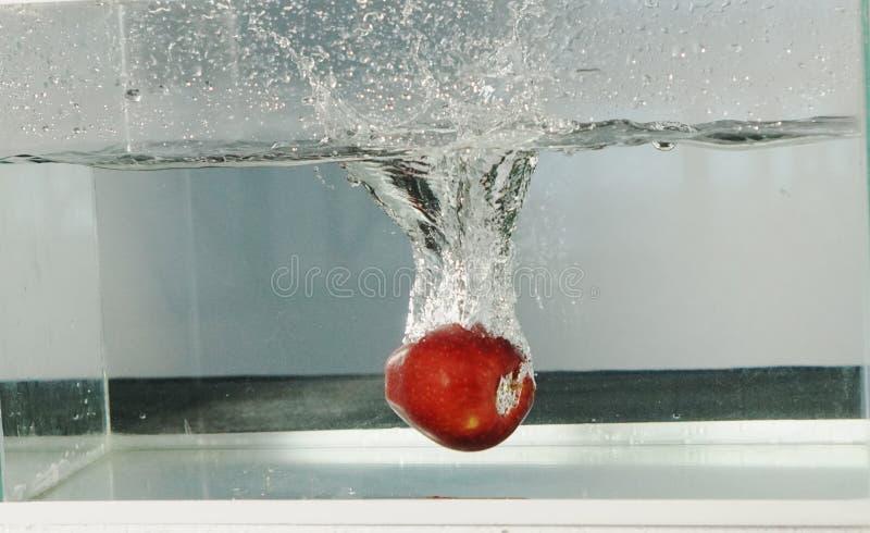 Apple nehmen das Wasser zurück stockbild