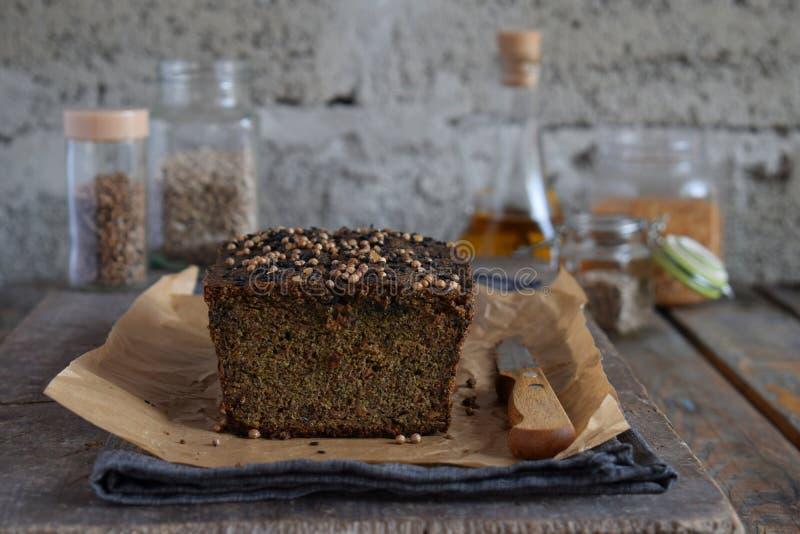 Apple panent le pain des graines de tournesol, du chia et des graines de lin Traitement au four fait maison Régime de Paleo Nourr photo stock