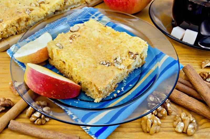 Apple pie med valnötter royaltyfri bild