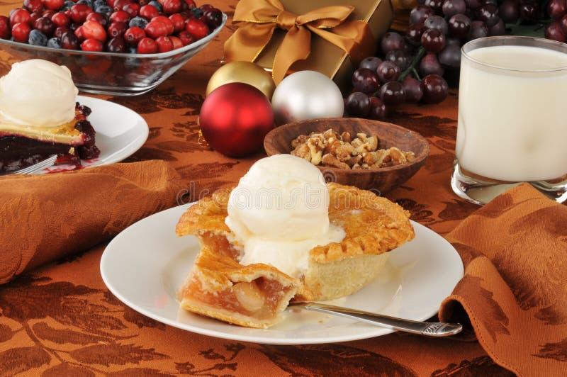 Apple pie på jul arkivfoton