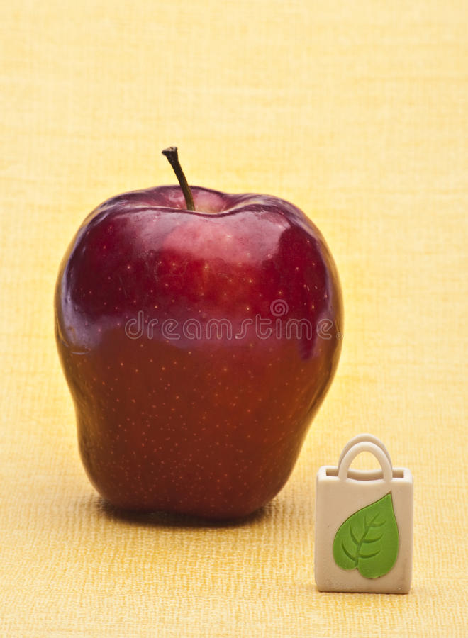 Download Apple And Reusable Grocery Bag Stock Image - Image: 14788081