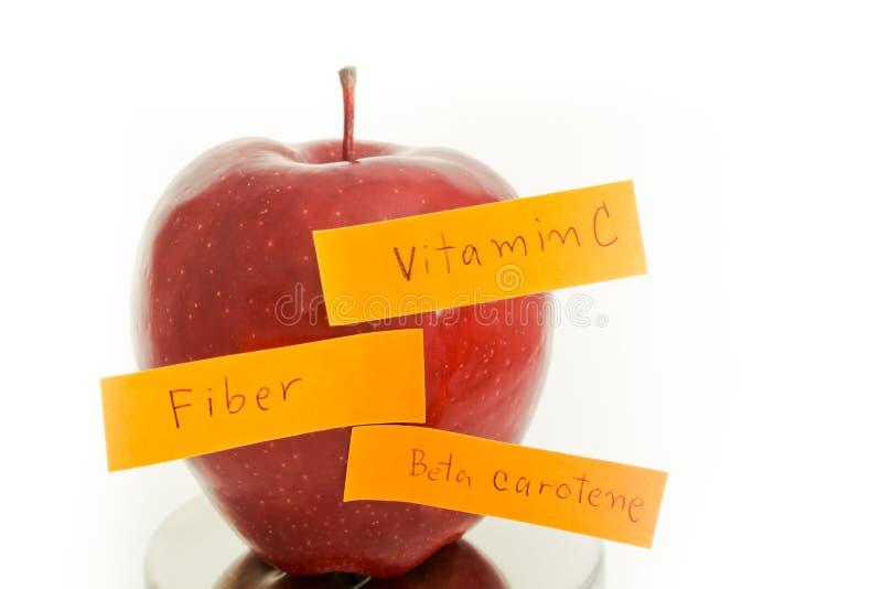 Apple skrev en fiber, vitaminer, beta-carotene. royaltyfri foto