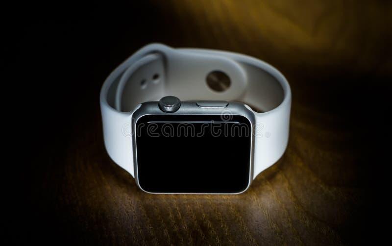 Download Apple Smartwatch photo éditorial. Image du blanc, temps - 77161916