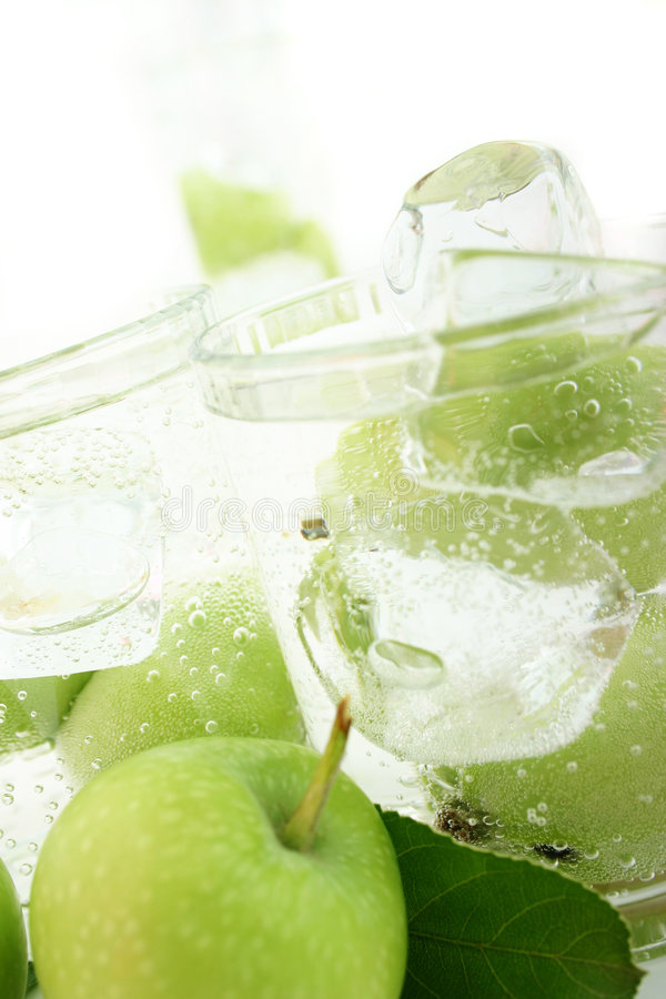 Apple in soda fotografie stock libere da diritti
