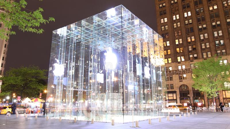Apple stockent le cube en verre photographie stock