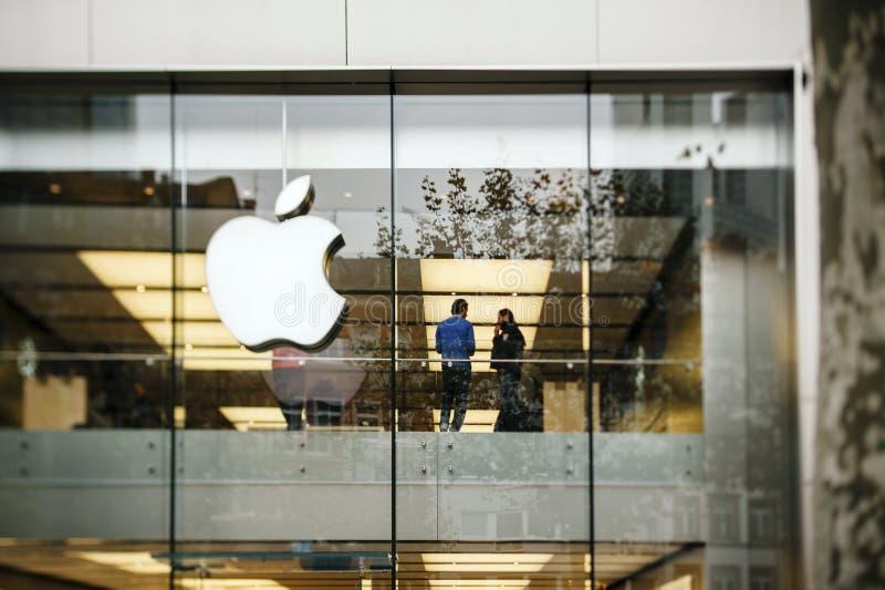 Apple Store in Germania, Francoforte immagine stock