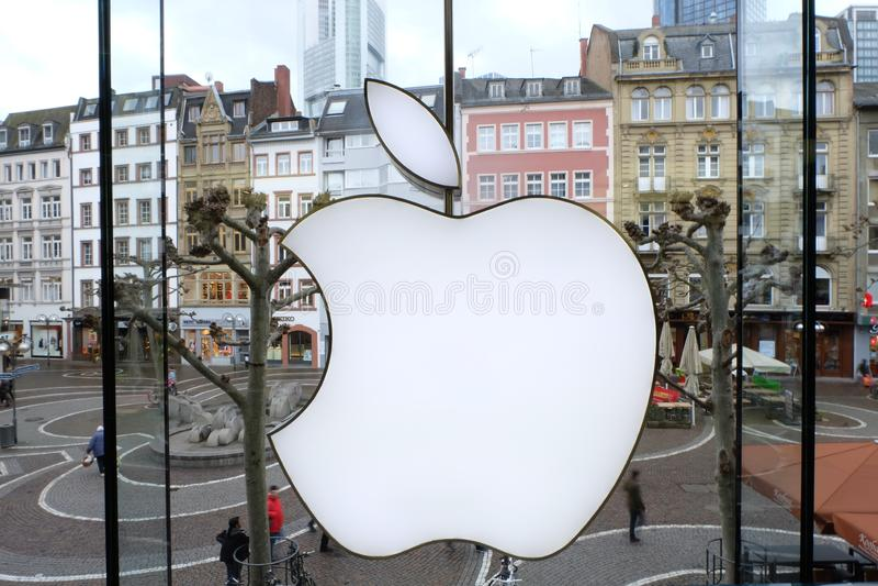 Apple Store logo i Frankfurt royaltyfri bild