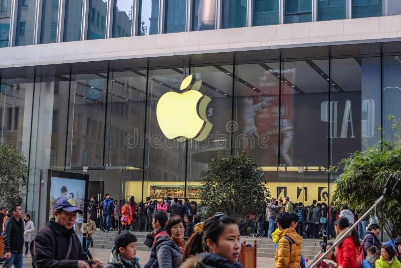 Apple Store moderno en calle que camina del camino de Nanjing en China del hai de Shang foto de archivo libre de regalías