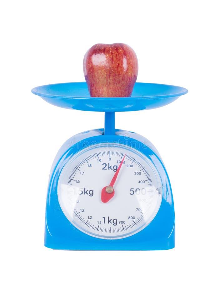 Apple sur la cuisine mesurent d'isolement sur le fond blanc photos stock