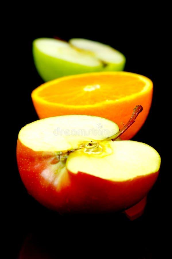 Apple u. orange Hälften lizenzfreie stockfotos