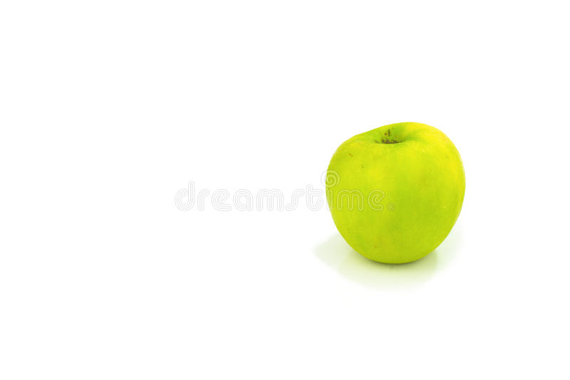 Apple verde orgânico real isolou-se fotografia de stock royalty free