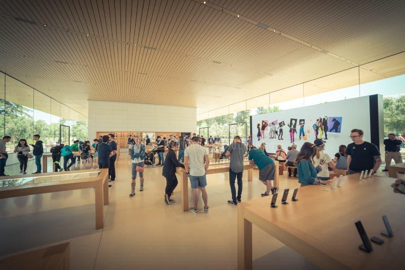 Apple verkaufen Einzelhandelsgeschäft in der Apple-Park-Besucher-Mitte lizenzfreie stockfotos