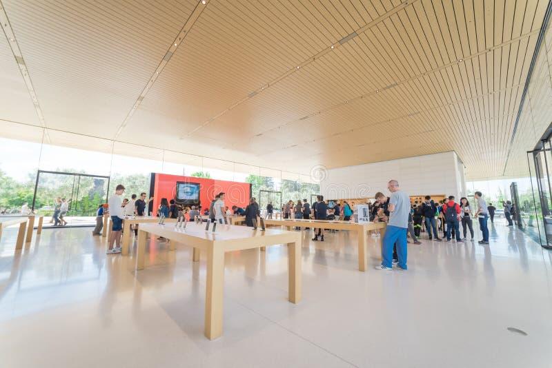 Apple verkaufen Einzelhandelsgeschäft in der Apple-Park-Besucher-Mitte stockbild