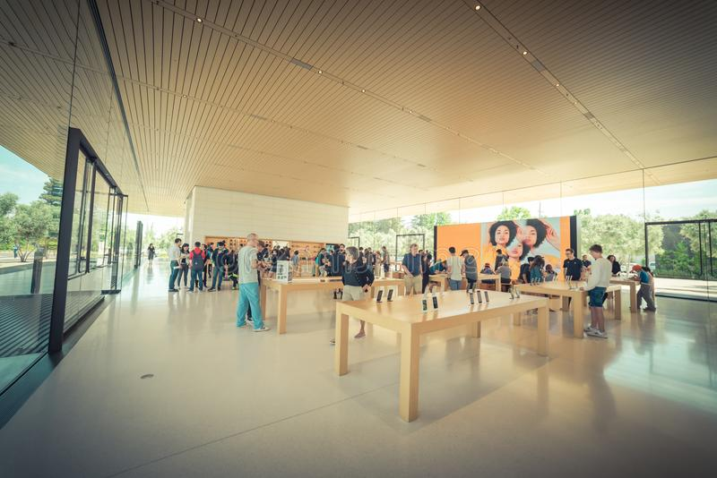 Apple verkaufen Einzelhandelsgeschäft in der Apple-Park-Besucher-Mitte lizenzfreie stockfotografie