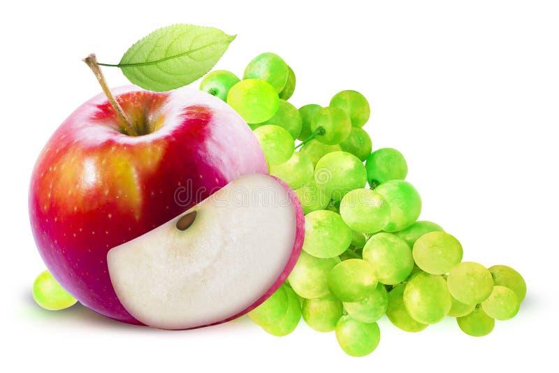 Apple vermelho e uva verde isolados com trajeto de grampeamento fotografia de stock