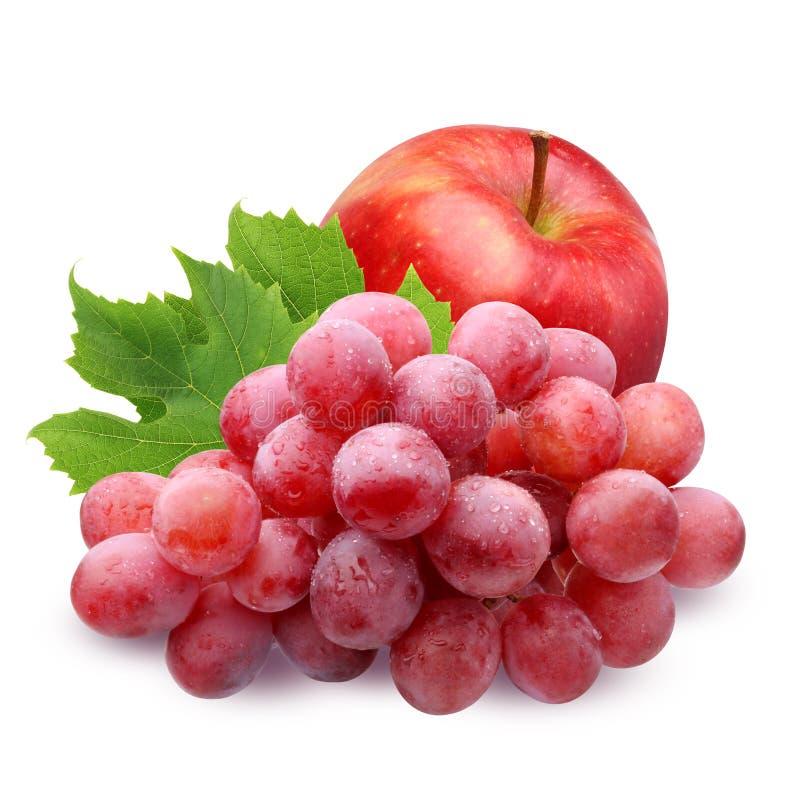 Apple vermelho e uvas isolados no fundo branco imagem de stock