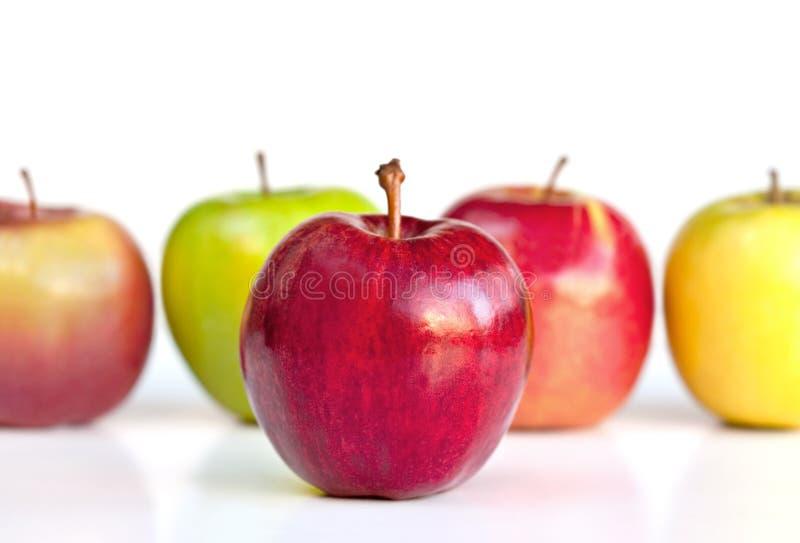 Apple vermelho para fora na parte dianteira foto de stock