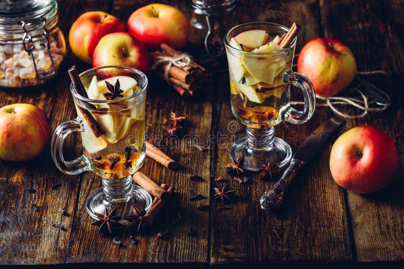 Apple würzte Getränk lizenzfreie stockfotografie
