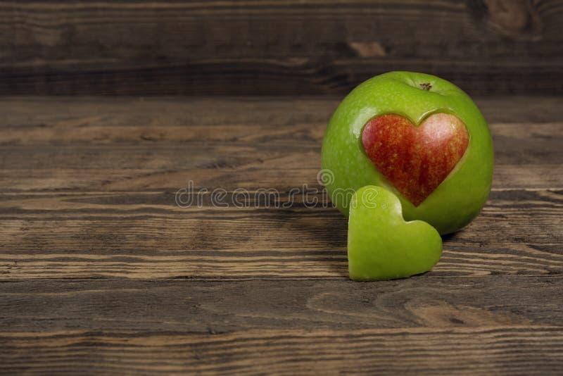 Apple w formie serca obraz royalty free