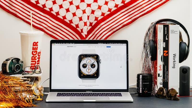Apple website med den nya klockan för senast komplikationer för klockaserie 4 arkivbilder