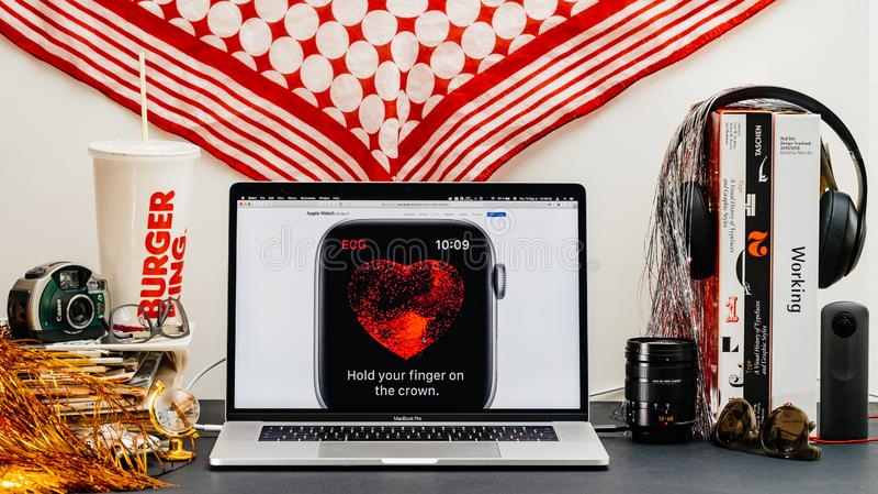 Apple website med det senaste måttet för ecg för klockaserie 4 arkivfoto