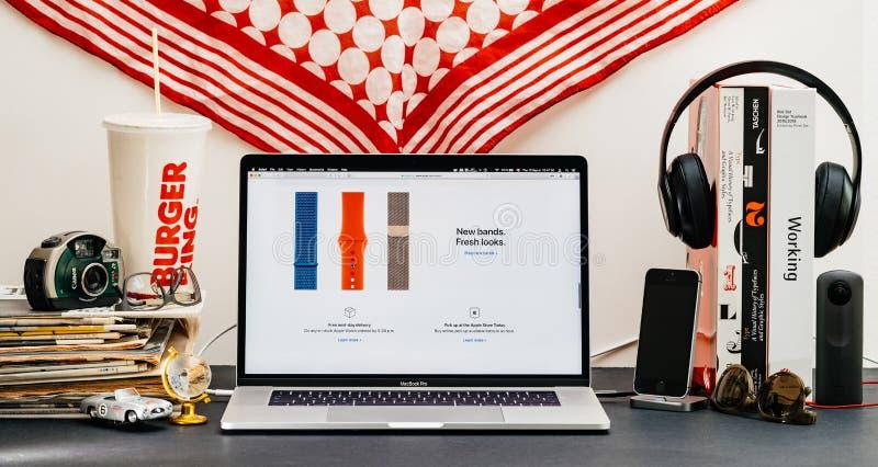 Apple website med senast blick för musikband för klockaserie 4 ny arkivfoto