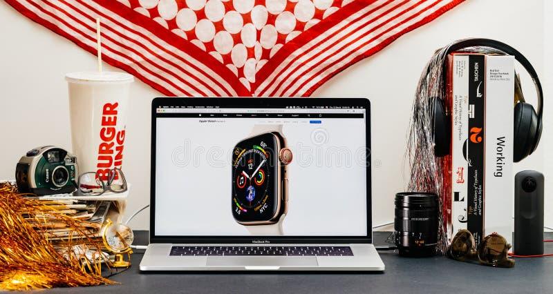 Apple website med senast klockaserie 4 royaltyfri bild