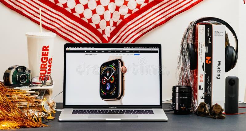 Apple website med senast klockaserie 4 arkivfoto