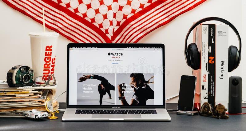 Apple website med senast klockaserie 4 arkivbilder