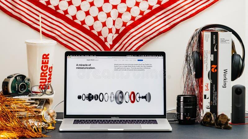 Apple website med senast klockaserie 4 fotografering för bildbyråer