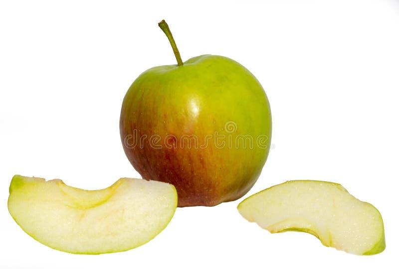 Apple y dos pedazos foto de archivo